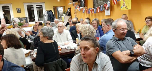 Tradition oblige, l'arrivée du beaujolais nouveau a été fêté comme il se doit à l'amicale laïque de Côte-Chaude, ce vendredi 22 novembre. Pierre Colombet et son équipe de bénévoles, étaient […]